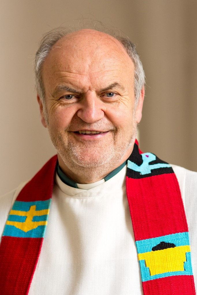TDG - Pfarrer Gerhard Metzger, evangelische Kirchengemeinde Altensittenbach, St. Thomas, Portrait, 17.05.2015 ; [© Thomas Geiger / TANDEM, P e g n i t z s t r. 30, D-91217 H e r s b r u c k , Tel.: +49-9151-824959 + +49-171-5149047 - V e r o e f f e n t li c h u n g n u r mi t H o n o r a r n a c h M F M , B e l e g u n d N a m e n s n e n n u n g ! C o p y r i g h t n u r f u e r J o u r n a l i s t i s c h e Z w e c k e, K e i n e P e r s o e n l i c h k e i t s r e c h t e v o r h a n d e n ! F r e i g a b e f u e r J o u r n a l i s t i s c h e V e r o e f f e n t l . e r t e i l t ! B a n k v e r b i n d u n g : P o s t b a n k M u e n c h e n - K o n t o 218530800 - BLZ 70010080]